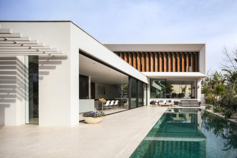 001-mediterranean-villa-pazgersh-architecture-design-1050x700