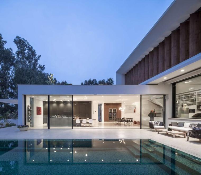 014-mediterranean-villa-pazgersh-architecture-design-1050x915