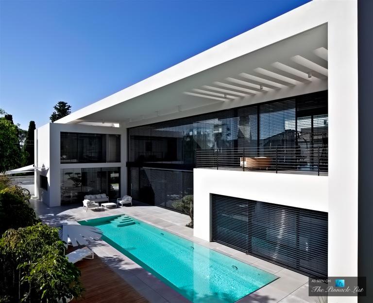 02-Contemporary-Bauhaus-Luxury-Residence-Carmel-Haifa-Israel
