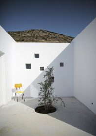 Maison Kamari by React Architects 12