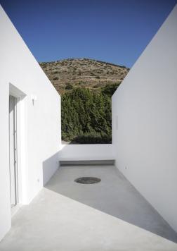 Maison Kamari by React Architects 22