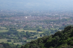 modern_vacation_rentals_lucca_italy_001