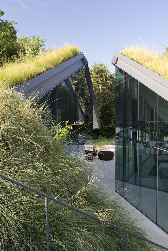 Edgeland House by Bercy Chen Studio 02