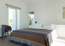 summer-house-in-santorini_kapsimalis-architects_dezeen_1568_14-936x669