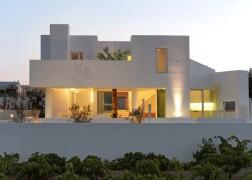 summer-house-in-santorini_kapsimalis-architects_dezeen_1568_18-936x669