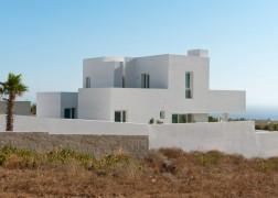 summer-house-in-santorini_kapsimalis-architects_dezeen_1568_3-936x669