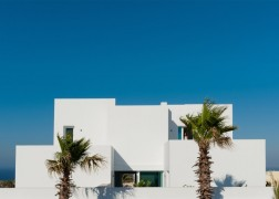 summer-house-in-santorini_kapsimalis-architects_dezeen_1568_4-936x669