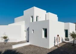 summer-house-in-santorini_kapsimalis-architects_dezeen_1568_5-936x669