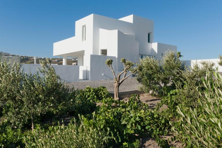 summer-house-in-santorini_kapsimalis-architects_dezeen_936_0