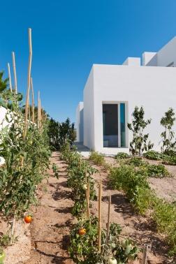 summer-house-in-santorini_kapsimalis-architects_dezeen_936_7