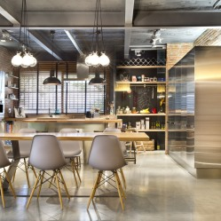 commercial-space-turned-into-a-loft-in-terrassa-002