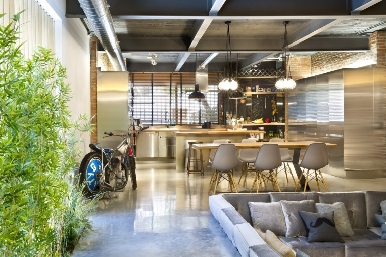 commercial-space-turned-into-a-loft-in-terrassa-005