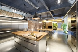 commercial-space-turned-into-a-loft-in-terrassa-007