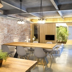 commercial-space-turned-into-a-loft-in-terrassa-035