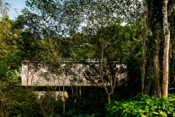 jungle-house-by-marcio-kogan-studio-mk27-and-samanta-cafardo-003
