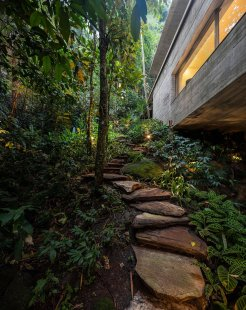 jungle-house-by-marcio-kogan-studio-mk27-and-samanta-cafardo-048