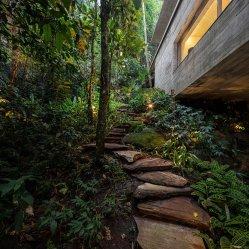 jungle-house-by-marcio-kogan-studio-mk27-and-samanta-cafardo-048
