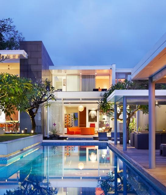 luna2-private-architecture-pool-area-room-view-night-a-01-x2