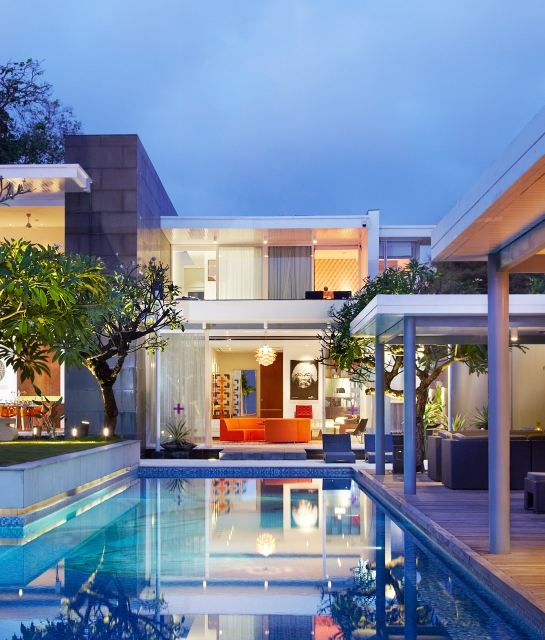 luna2-private-architecture-pool-area-room-view-night-a-01-x2
