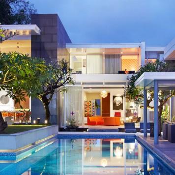 luna2-private-hotel-at-night-e1457576675106