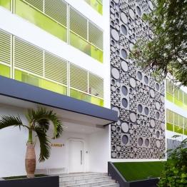 luna2-studios-facade-entrance-a-01-x2