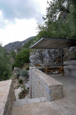 mani-tower-house-in-greece-from-z-level-studio-11-980x1471