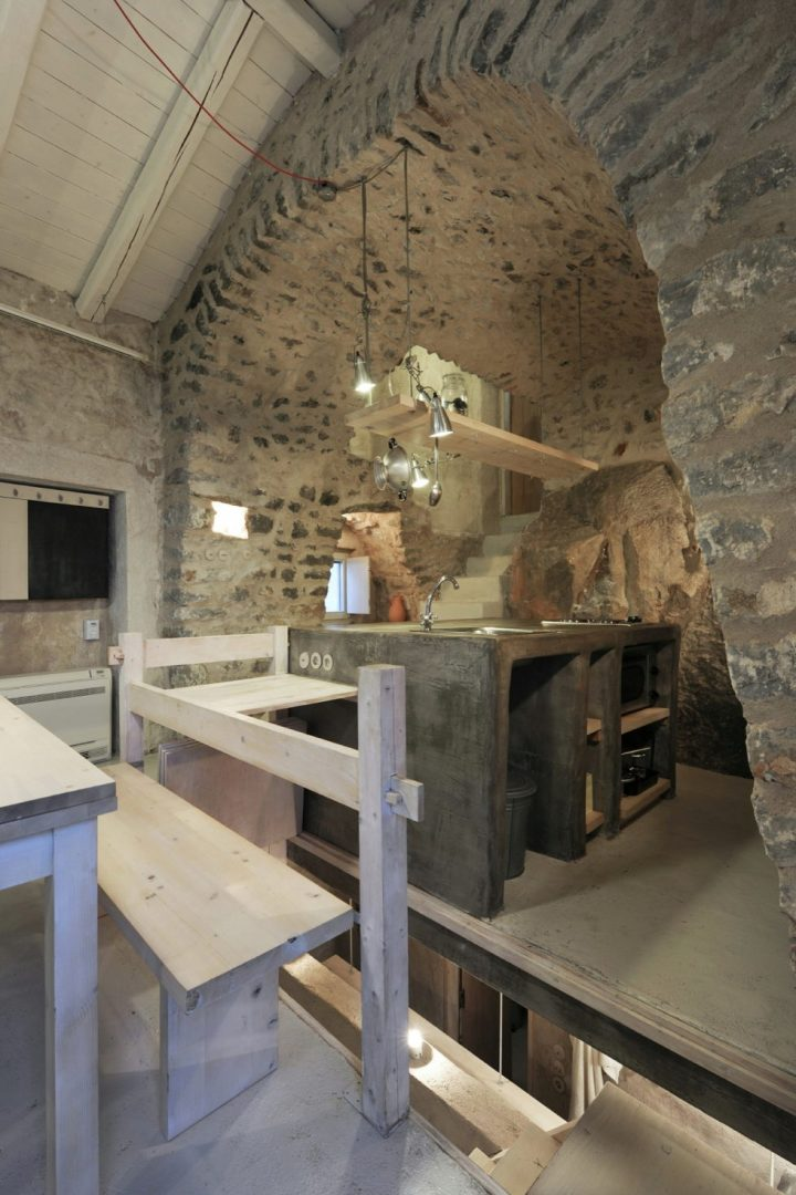 mani-tower-house-in-greece-from-z-level-studio-19-980x1471