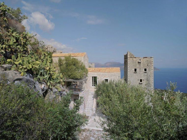 mani-tower-house-in-greece-from-z-level-studio-2-980x734