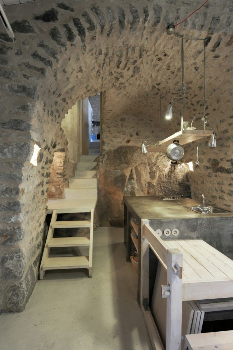 mani-tower-house-in-greece-from-z-level-studio-20-980x1471