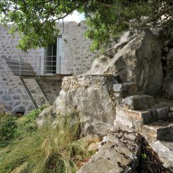 mani-tower-house-in-greece-from-z-level-studio-7-980x653
