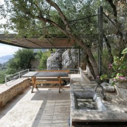 mani-tower-house-in-greece-from-z-level-studio-9-980x653