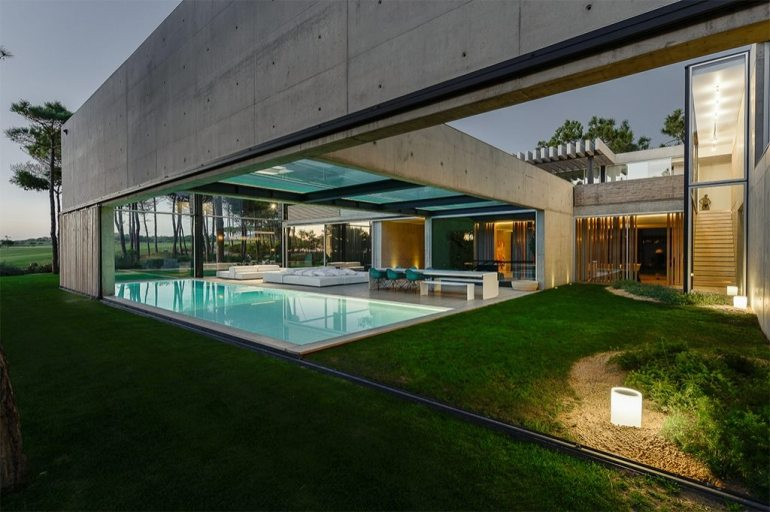 the-wall-house-by-guedes-cruz-arquitectos-image-ricardo-oliveira-alves-005