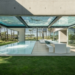 the-wall-house-by-guedes-cruz-arquitectos-image-ricardo-oliveira-alves-007