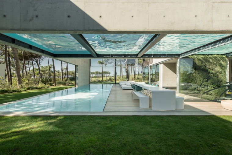 the-wall-house-by-guedes-cruz-arquitectos-image-ricardo-oliveira-alves-007