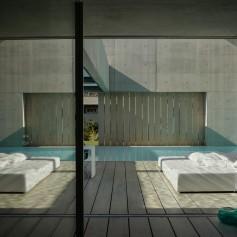 the-wall-house-by-guedes-cruz-arquitectos-image-ricardo-oliveira-alves-012