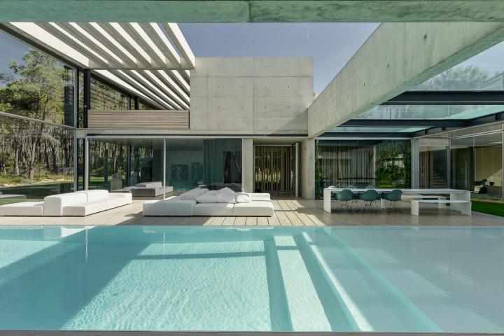 the-wall-house-by-guedes-cruz-arquitectos-image-ricardo-oliveira-alves-013
