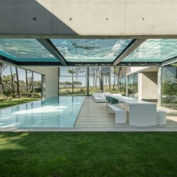 the-wall-house-by-guedes-cruz-arquitectos-image-ricardo-oliveira-alves-016
