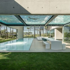 the-wall-house-by-guedes-cruz-arquitectos-image-ricardo-oliveira-alves-016