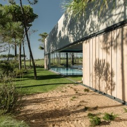 the-wall-house-by-guedes-cruz-arquitectos-image-ricardo-oliveira-alves-020