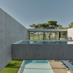 the-wall-house-by-guedes-cruz-arquitectos-image-ricardo-oliveira-alves-025