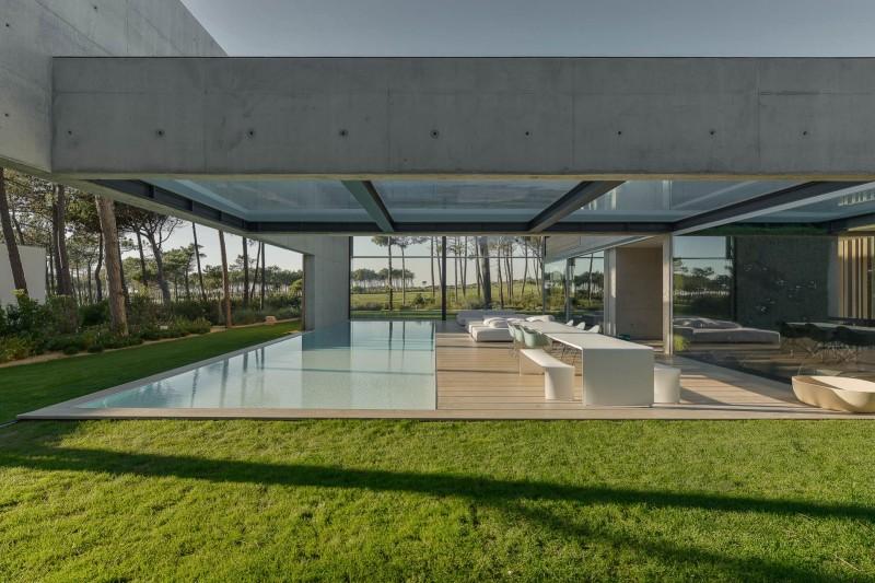 the-wall-house-by-guedes-cruz-arquitectos-image-ricardo-oliveira-alves-026
