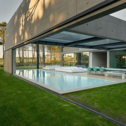 the-wall-house-by-guedes-cruz-arquitectos-image-ricardo-oliveira-alves-027