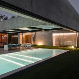 the-wall-house-by-guedes-cruz-arquitectos-image-ricardo-oliveira-alves-031