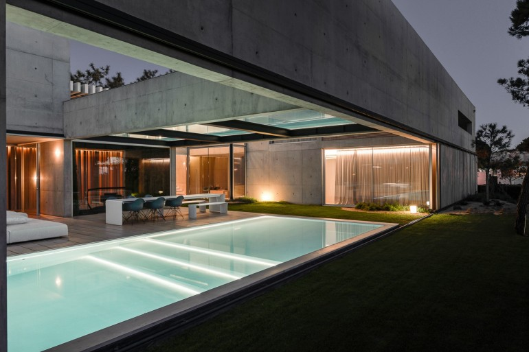 the-wall-house-by-guedes-cruz-arquitectos-image-ricardo-oliveira-alves-031