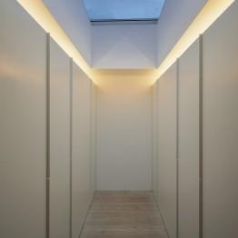 the-wall-house-by-guedes-cruz-arquitectos-image-ricardo-oliveira-alves-033