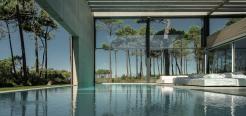 the-wall-house-by-guedes-cruz-arquitectos-image-ricardo-oliveira-alves-034