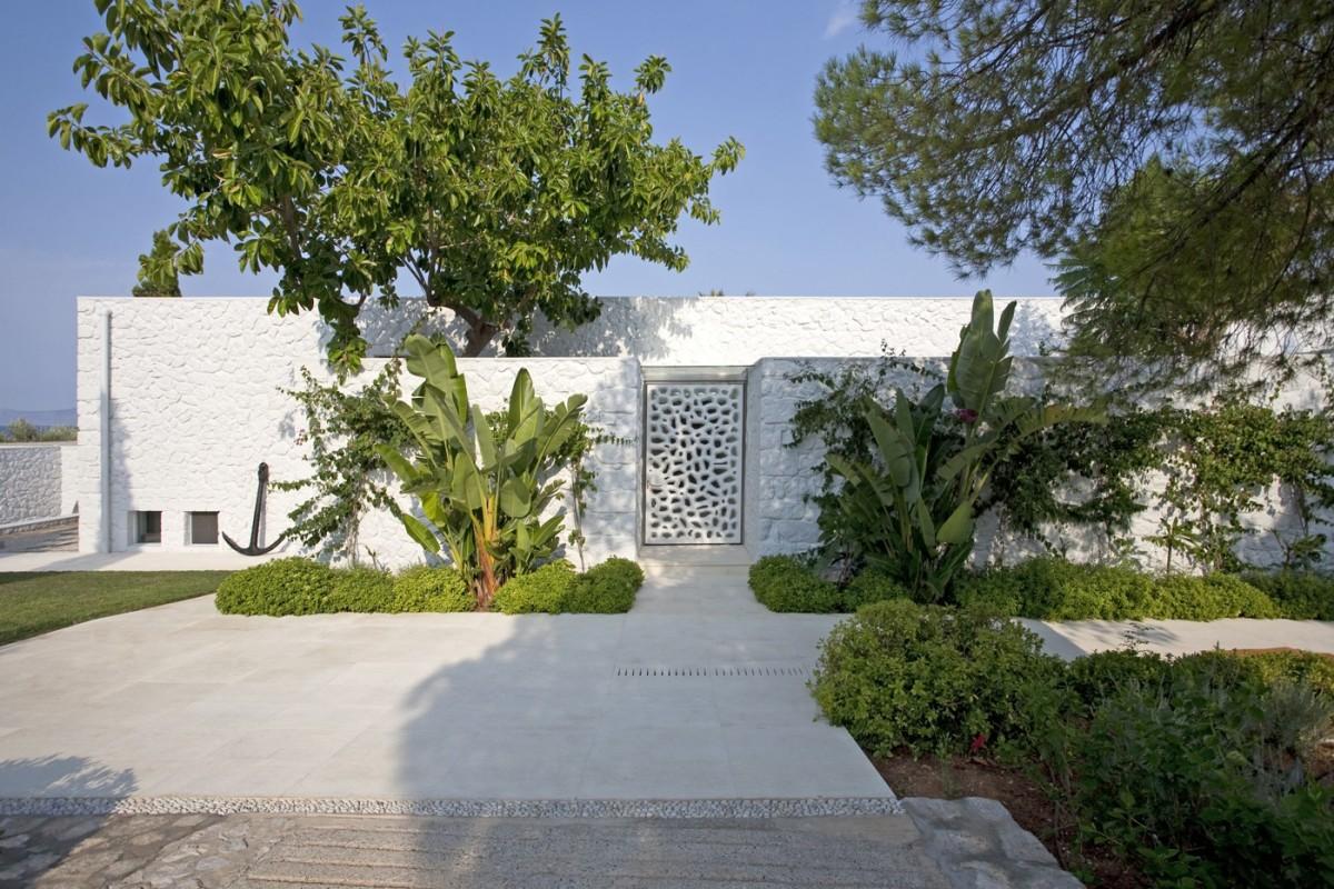 Spetses Summerhouse by DivercityArchitects