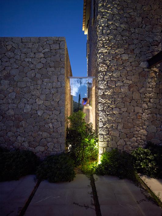 RESIDENCE IN CORFU BY ZOUMBOULAKIS ARCHITECTS 11