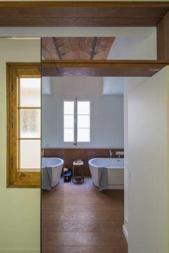 17-nook-habitacion-espejo-parquet