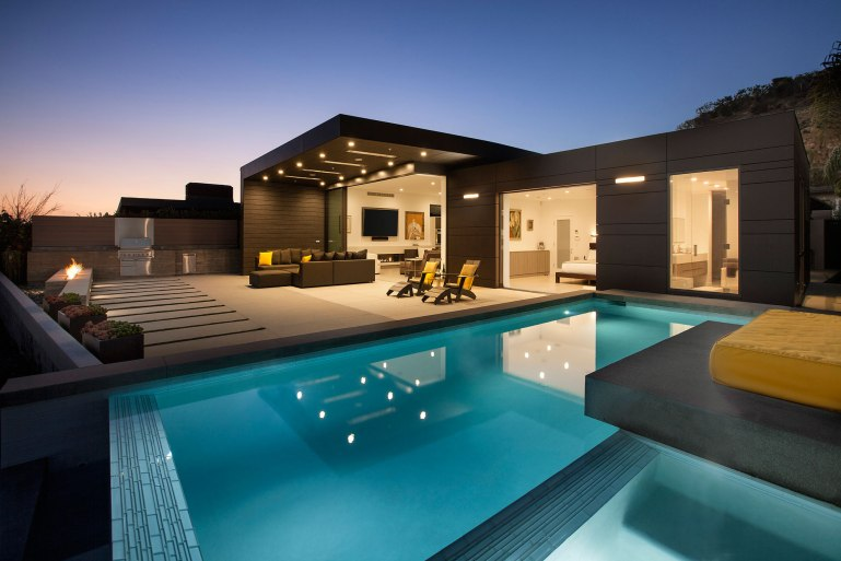 10-Abramson-Teiger-Architects-Glenhaven-Residence-Exterior-Pool-View